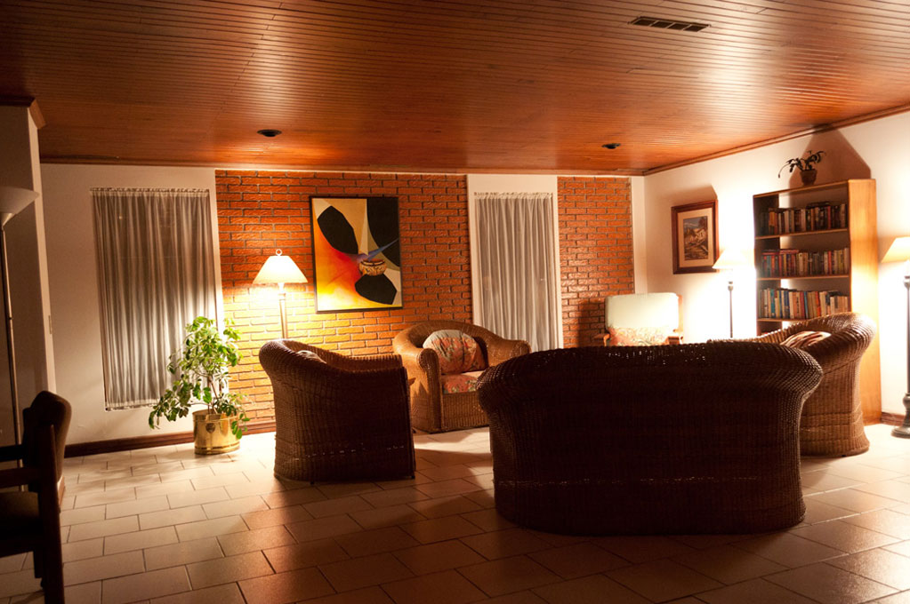 Casa laurin best b b in costa rica for Living room night